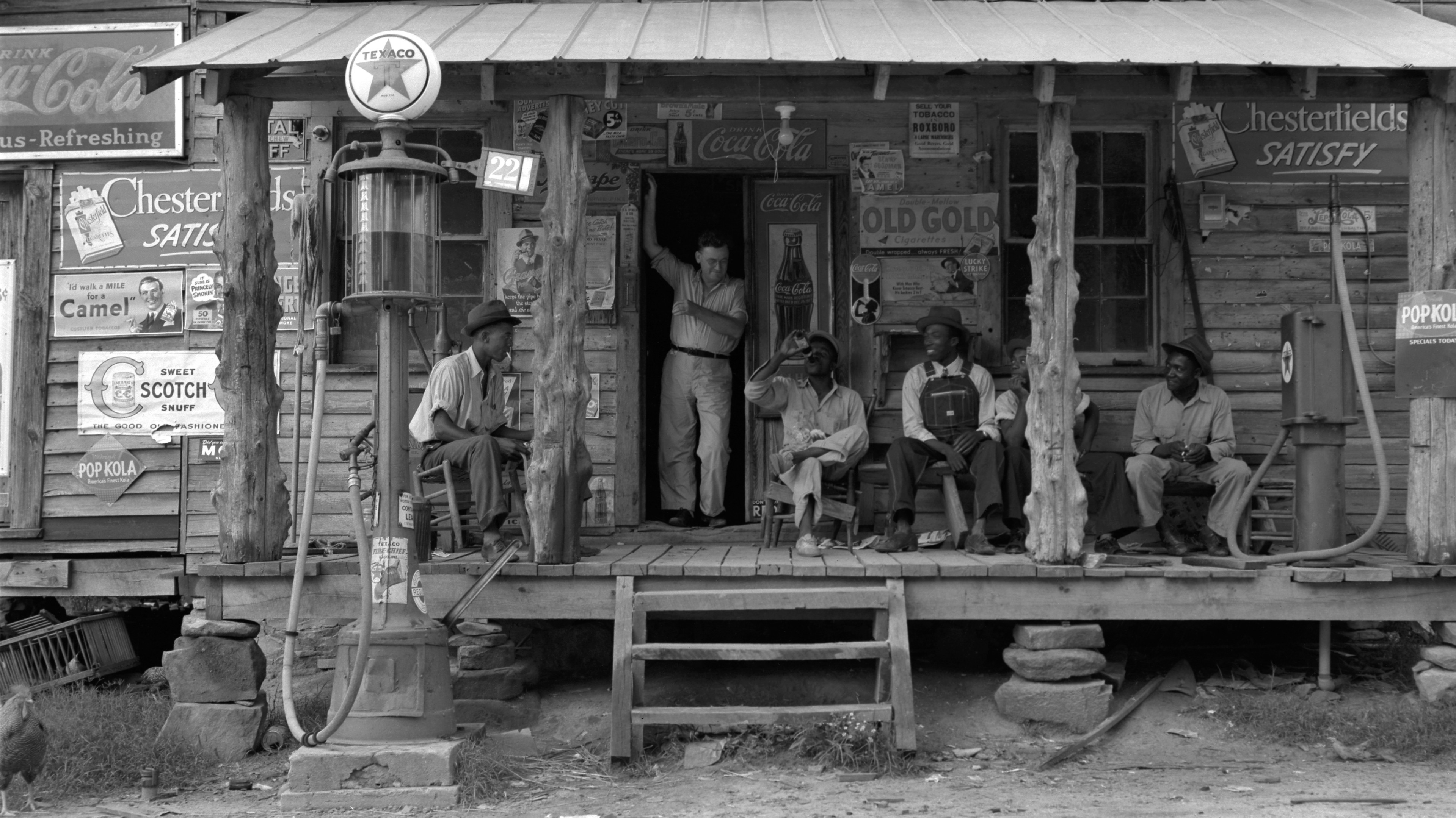 http://cinegrafix.eu/wp-content/uploads/2017/01/20100319-Dorothea_Lange_Country_store_on_dirt_road_Gordonton_North_Carolina_1939-e1503942533869.jpg